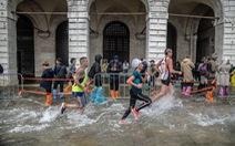 Chạy Marathon hay 'chạy lũ' ?