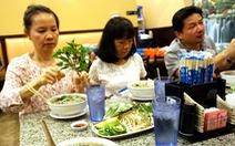 Phố phở hàng rong đong đầy hương sắc Việt