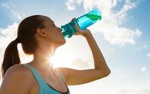 Điều gì xảy ra khi ta uống quá nhiều nước?