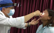 Cứu sống bệnh nhân bị đạn... bay vào mắt!