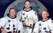 Neil Armstrong vứt phân trên mặt trăng và những chuyện chưa kể