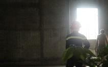 Giải cứu người vợ và hai con nhỏ trong ngôi nhà bị tưới xăng lúc 0h