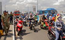 Tìm kiếm người đàn ông bỏ xe máy nhảy cầu Sài Gòn