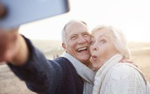 'Độ' smartphone cho người lớn tuổi sử dụng dễ hơn