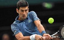 Federer và Djokovic vào tứ kết Paris Masters