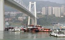 Nữ hành khách ẩu đả với tài xế khiến xe rớt sông, 13 người chết
