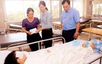 Thành đoàn TP.HCM thăm học sinh bị tai nạn sập giàn giáo