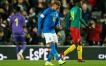 Neymar chấn thương trong trận Brazil thắng Cameroon