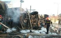 Xe bồn chở xăng chạy gần 100km/h trước khi đổ lật gây cháy