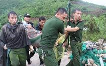 Cật lực cứu người trong vụ sạt lở ở Nha Trang