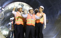 Chủ tịch UBND TP.HCM kiểm tra công trình cống ngầm vào buổi tối