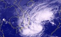 Bão cách bờ 450km, miền Trung, miền Nam sắp mưa lớn