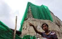 Sơ tán dân vì 'tường thành' xây không phép
