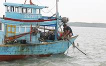 Dân TP.HCM trú bão vẫn coi tivi trận đá bóng Việt Nam - Campuchia