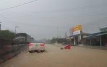 Quốc lộ 1 tiếp tục ngập, dân thiệt hại hơn 10 tỉ