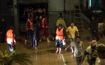 Xuyên đêm 'cưỡng chế' ngư dân lên bờ tránh bão