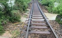 Đoạn đường sắt Bắc - Nam bị nước rút hổng chân