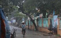 Đảo Thạnh An bắt đầu mưa to, gió lớn