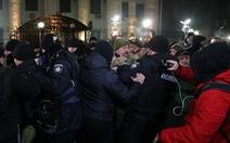 Nga xác nhận bắt 3 tàu chiến Ukraine, sứ quán Nga tại Kiev bị tấn công