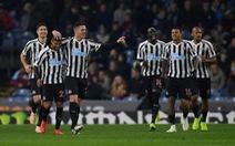 Newcastle rời 'khu vực nguy hiểm' với chiến thắng thứ 3 liên tiếp