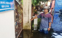 Sau mưa bão 2 ngày, dân vùng ven Sài Gòn vẫn bì bõm trong nước