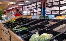 Một ngày sau mưa bão, siêu thị tại TP.HCM đã 'cháy' hàng