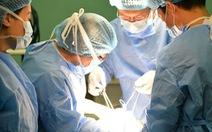 Nữ bệnh nhân 10 năm mang bướu to vượt mặt