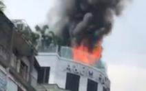 Khách sạn cao tầng giữa trung tâm TP.HCM bốc cháy ngùn ngụt
