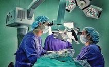 Cứu nữ bệnh nhân bị lóc gần hết da đầu do tóc cuốn vào máy