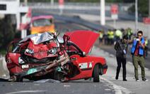Xe buýt tông taxi, tài xế lẫn khách văng khỏi cửa, 5 người thiệt mạng