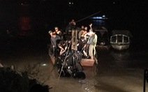 Xe lao xuống sông Hồng: trong xe có hai thi thể