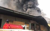 Cháy xưởng gỗ rộng hàng ngàn mét vuông ở Hưng Yên