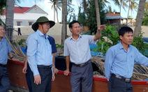 Lãnh đạo Phú Yên kiểm tra hiện trường vụ dân leo tường ra biển