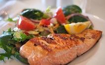 Trẻ em ăn cá hồi sẽ ít bị hen suyễn