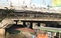 Trục vớt sà lan chìm tại quận Ninh Kiều