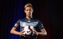HLV Honda chỉ đạo Campuchia đấu Malaysia từ Úc
