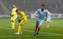 Giroud giải hạn, Chelsea vượt qua vòng bảng