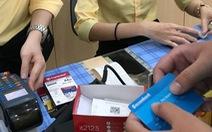 Người Việt mang theo tiền mặt ít hơn