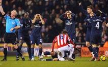 Những màn chấn thương 'rùng rợn' của các cầu thủ Arsenal