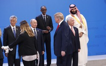 Ông Trump và Putin nhìn nhau bằng 'Ánh mắt của năm'