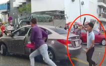 Bắt thanh niên cầm dao đuổi chém tài xế ôtô
