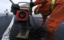 Sau mưa lớn, cao tốc Đà Nẵng - Quảng Ngãi 34 nghìn tỉ lại 'ổ gà, ổ trâu'