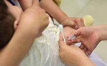 Bé sinh non từng viêm phổi, chích văcxin phế cầu được không?