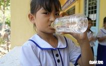 Sẻ chia sẻ nước sạch với học trò miền biên giới Đồng Tháp