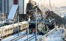 Xe lửa cao tốc bật đè cầu vượt ở Thổ Nhĩ Kỳ, 7 người thiệt mạng