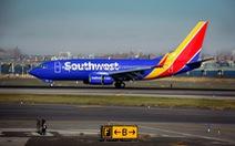 Máy bay Mỹ hạ cánh khẩn vì quả tim bị bỏ quên