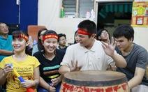 Xúc động với học trò khiếm thị nín thở 'coi' chung kết Việt Nam - Malaysia
