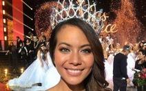 Đài truyền hình quốc gia lộ ngực thí sinh Hoa hậu