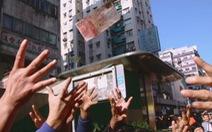 'Siêu anh hùng công lý' Hong Kong rải 'mưa tiền' bị bắt