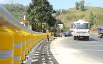 Lắp thử nghiệm rào chắn bánh xoay tại 'điểm đen tai nạn' dốc Cun